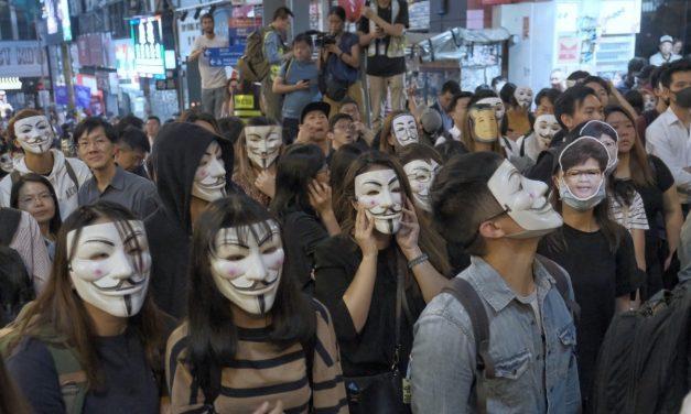 美国之音 | 面具成禁忌 香港万圣夜游行爆警民冲突