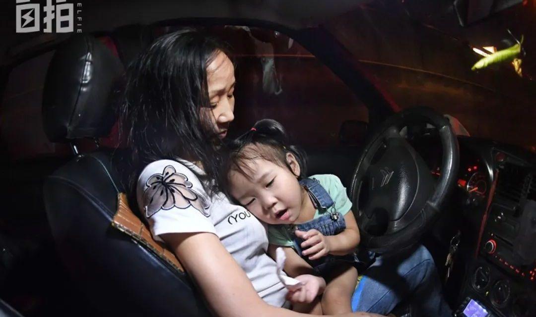 自PAI   一个单亲妈妈在武汉:自制口罩、用土方治病、吃4年前方便面
