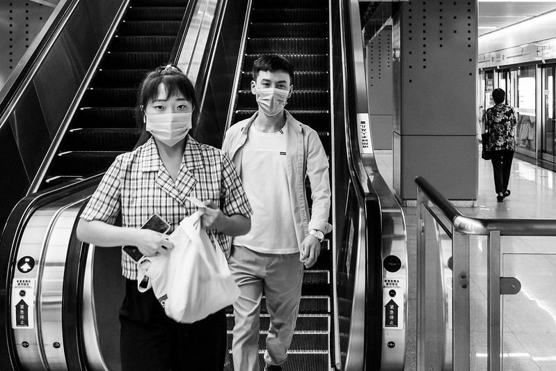 Photo: Unexpected Meeting (Qingdao), by Gauthier DELECROIX – 郭天
