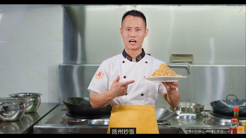 中国料理网红因蛋炒饭辱华 图:翻摄自美食作家王刚YouTube 频道
