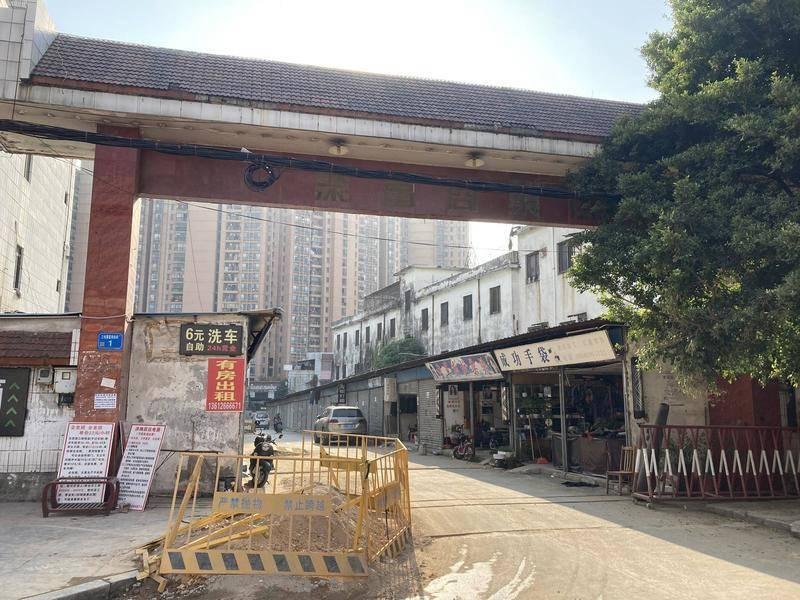 工厂关闭后,周边的商业区也变得冷清