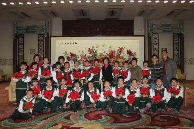 青云班的学生们被宋庆龄基金会带进了人民大会堂。