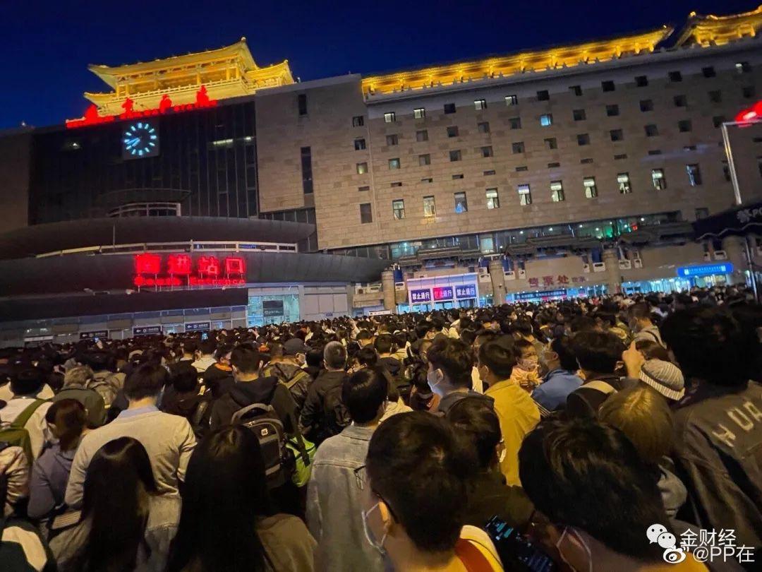 金财经   昨天,很多人的五一假期,结束在了北京西站