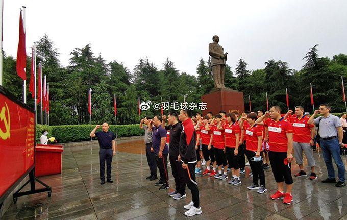 中国国家羽球队奥运前的党建活动:赴韶山毛泽东故居进行爱国主义教育(网络截图)