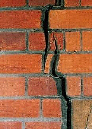 Cracked-wall.jpg