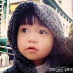 韩寒女儿眼睛大大的,特别可爱。