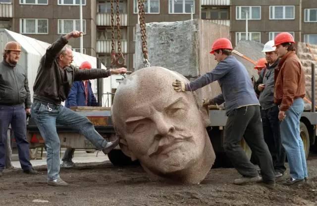 大象公会|看,列宁掉地上了