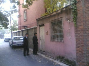 Xu Zhiyong and journalist Guo Jianlong near the black jail.