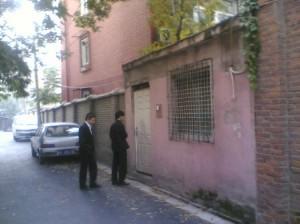 Xu Zhiyong and journalist Guo Jianlong near the black jail.