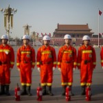 March 3, Beijing: The first meeting of the 12th CPPCC begins. Beijing's military firefighters stand guard in Tiananmen Square.  (NetEase)