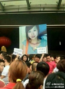 Protesters in Beijing yesterday want justice for Yuan Liya, who died on the morning of May 3. (via FreeWeibo)