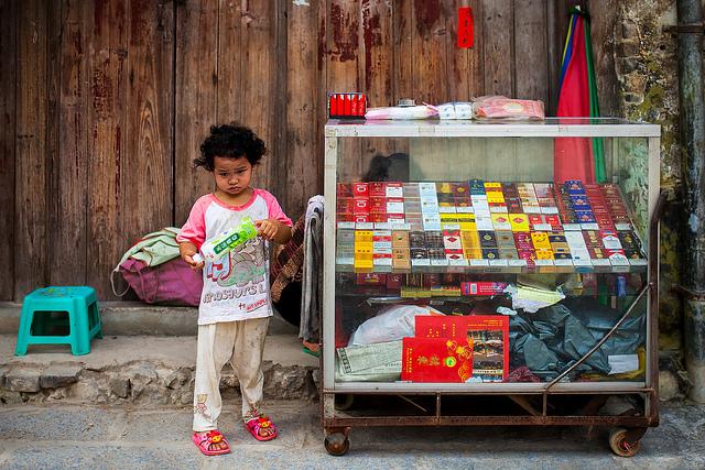 Selling attitude, Xingping, Guangxi