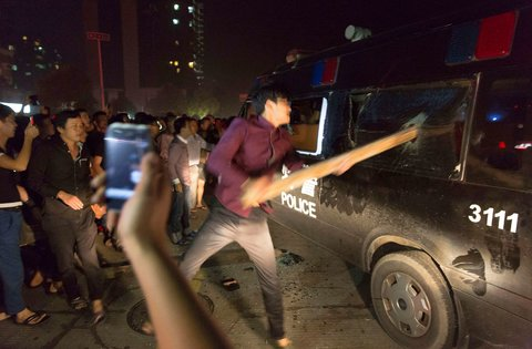 Riot Police Block New Protests by Flood Victims in Yuyao