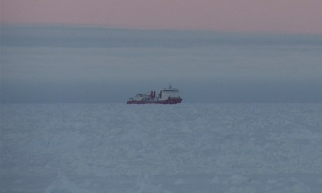 Chinese Icebreaker Retreats from Trapped Research Ship