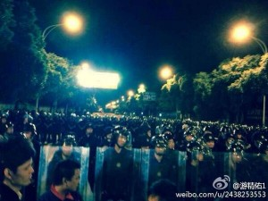Riot police in Yuyao. (Weibo)