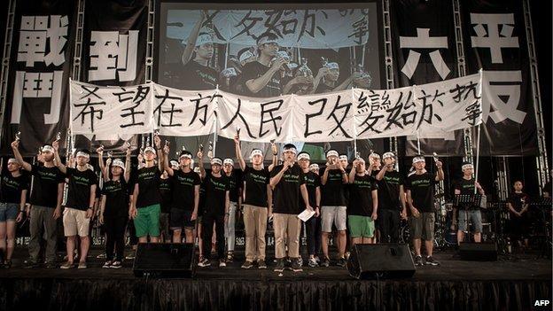 Tiananmen 25: 180,000 Join Hong Kong Vigil