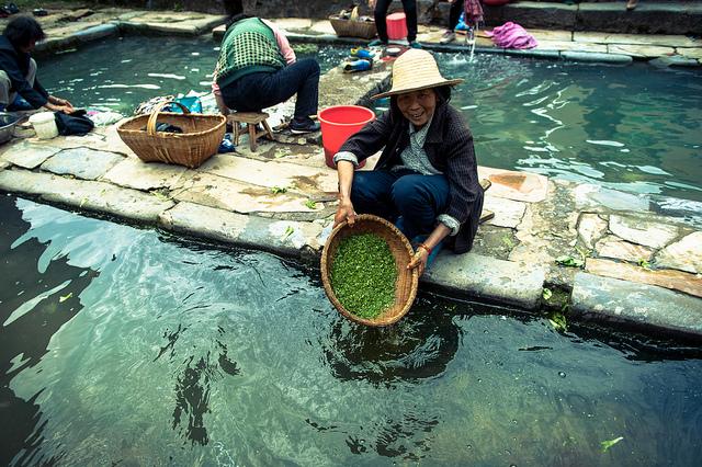 Washing the veggies, Shuinanwan village, Hubei