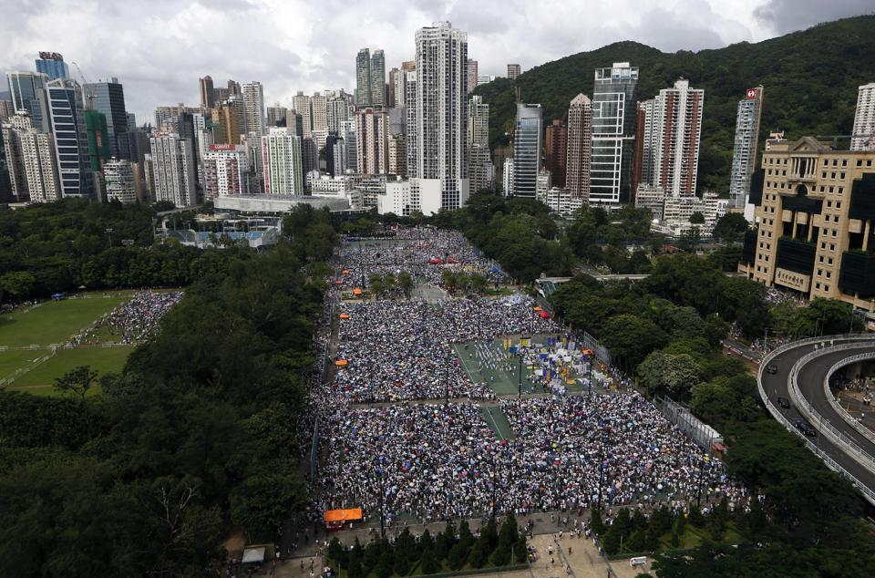 A Million Sign Hong Kong Anti-Occupy Petition as Democracy Fight Heats Up