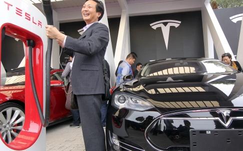 Chinese Team Hacks Tesla S