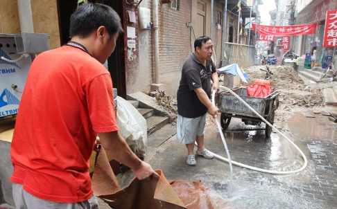 Beijingers Resort to Illegal Wells for Clean Water