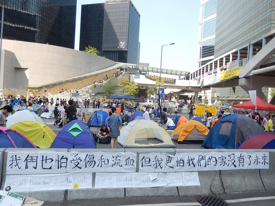 Hong Kong Police Plan to Clear Streets