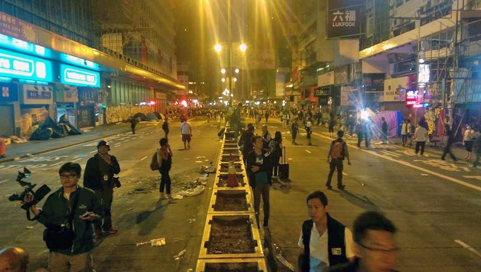 Police Clear Mong Kok as Gov't Agrees to Talk