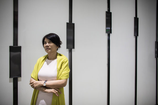 In China's Modern Economy, a Retro Push Against Women