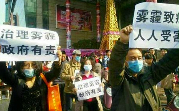 China Detains Anti-smog Campaigners
