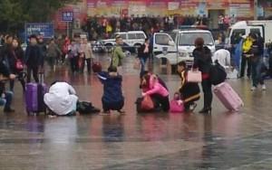 Passengers outside the Guangzhou railway station this morning. (Source: Xu Shilin/Xinhua)