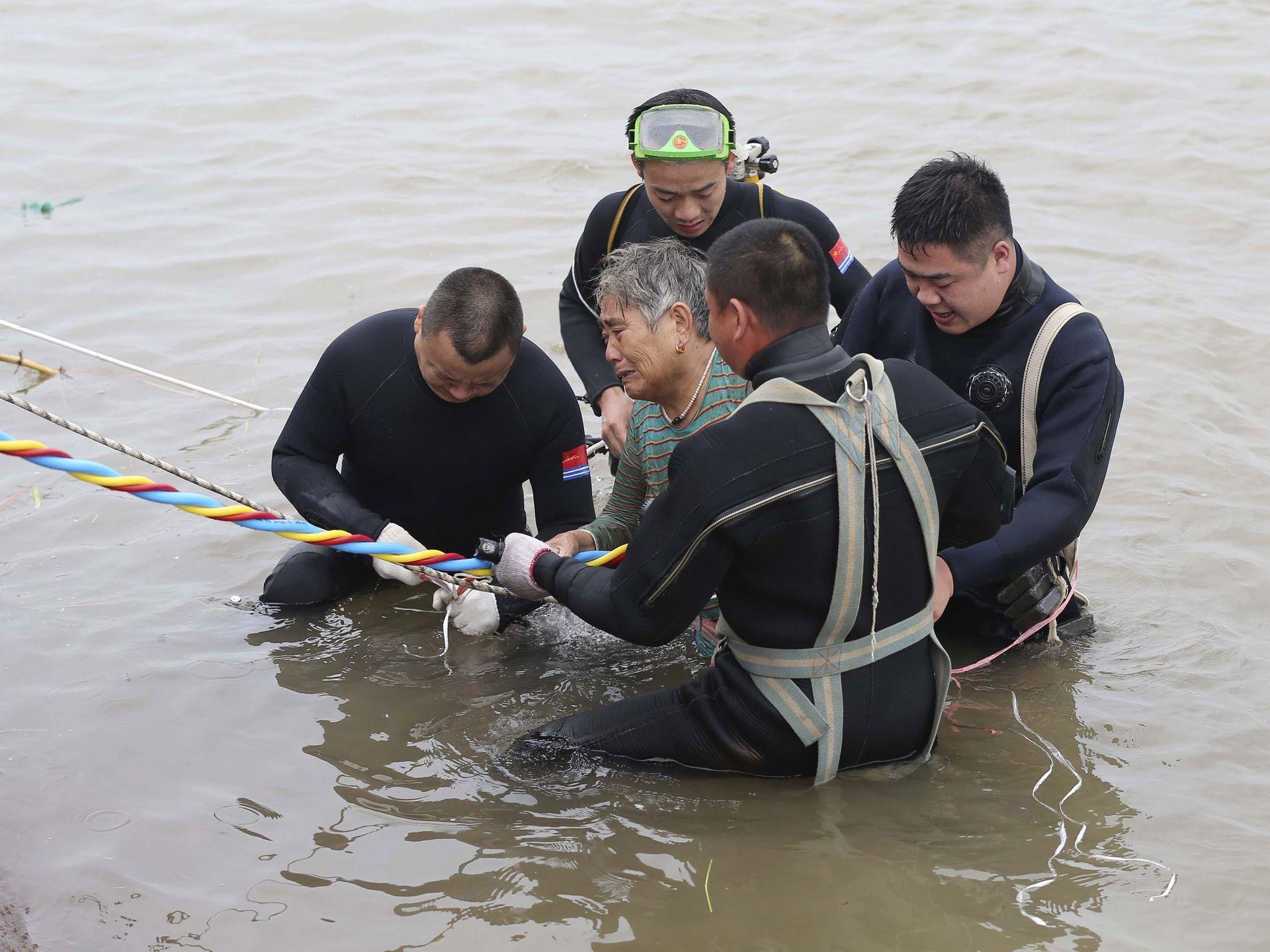 Minitrue: Cruise Capsizes in Yangtze