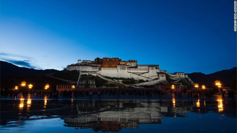 Tibet Closed to Foreigners Again, But Tourism Booms