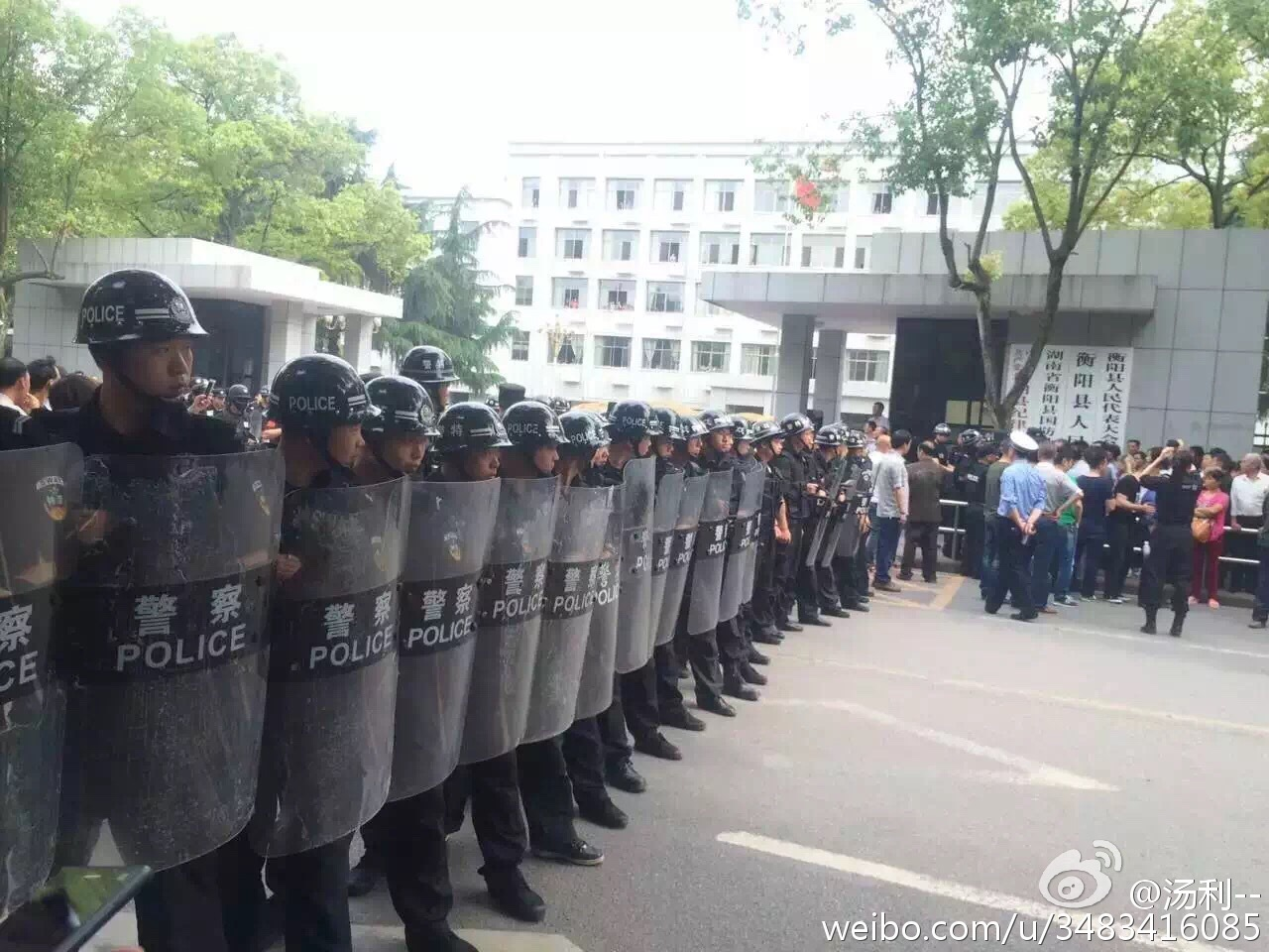 Riot Police Deployed as Hunan Teachers Protest