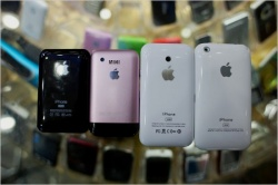 Shanzhai iPhones. (Source: caijing.com.cn)