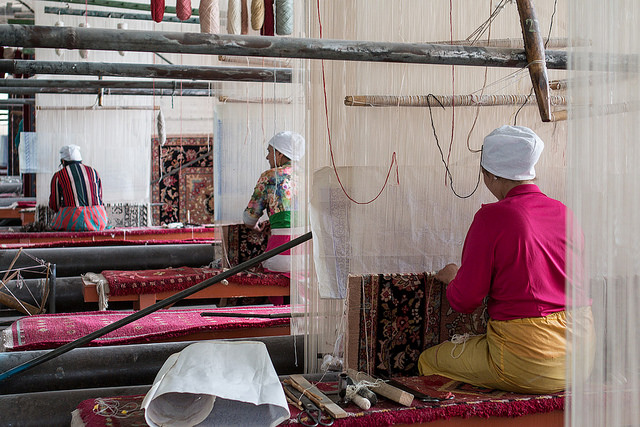 Khotan carpet weavers by Carsten ten Brink (CC BY-NC-ND 2.0)
