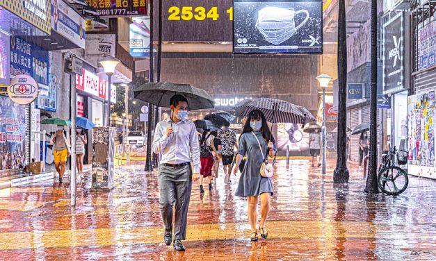 Photo: Rainy night at Russell Street, Hong Kong, by johnlsl