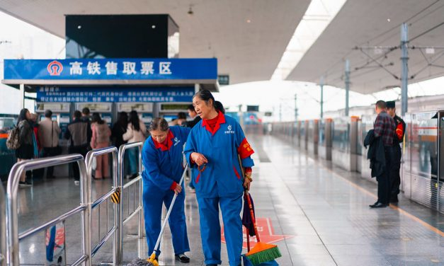 Photo: Cleaning staff at train station in Chengdu (犀浦地铁站), by Kristoffer Trolle