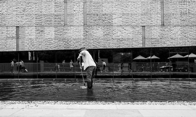 Photo: Maintaining cleanliness, by Gauthier DELECROIX